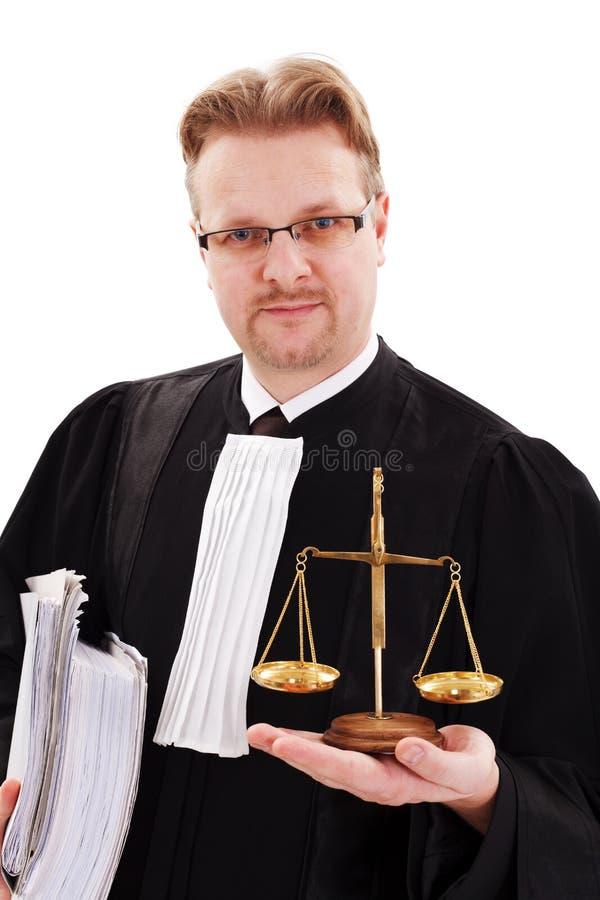 Ernstige rechter die rechtvaardigheidsschaal toont royalty-vrije stock afbeelding