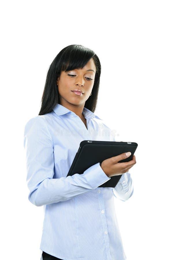 Ernstige vrouw met tabletcomputer royalty-vrije stock afbeelding