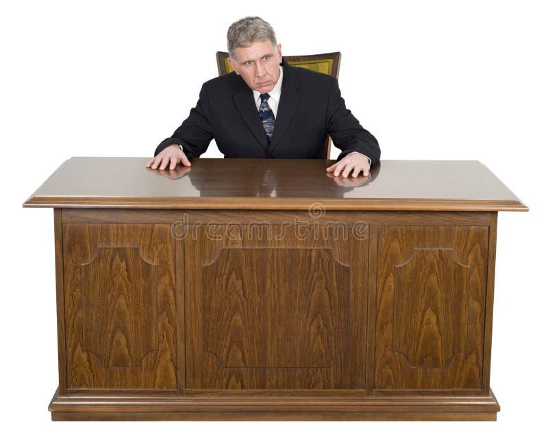 Ernstige Zakenman Geïsoleerd Sitting Business Desk royalty-vrije stock afbeeldingen