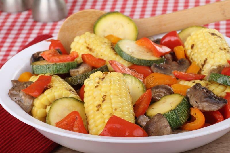 Download Ernte-Gemüse stockfoto. Bild von pfeffer, zucchini, gesund - 26358164