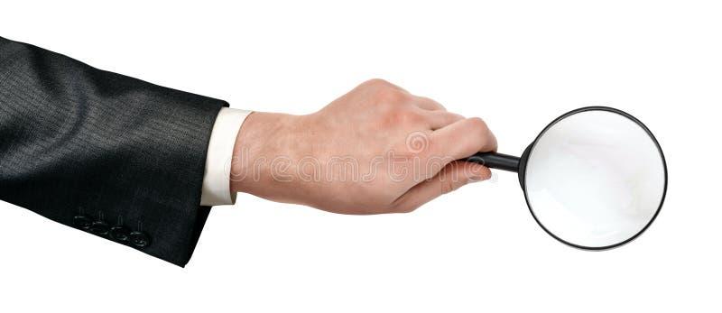 Erntenahaufnahme der Holdinglupe des Mannes Handlokalisiert auf weißem Hintergrund lizenzfreies stockfoto