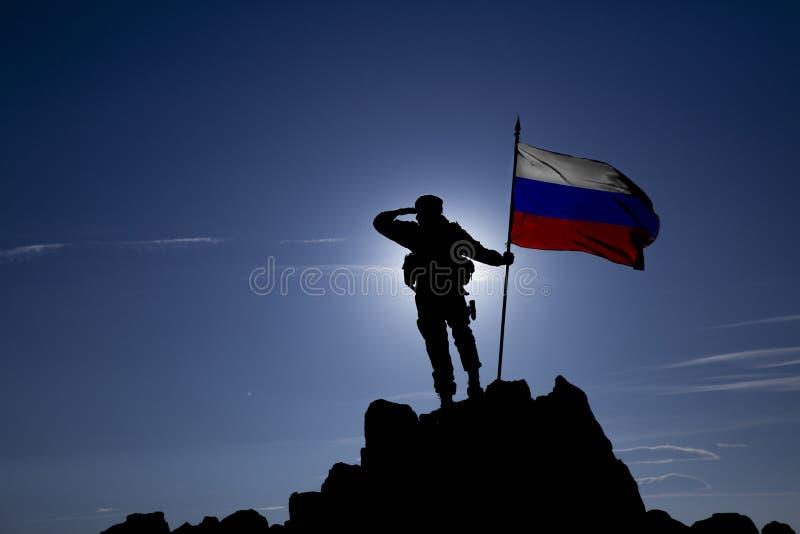 Eroberer mit einer Flagge lizenzfreie stockbilder