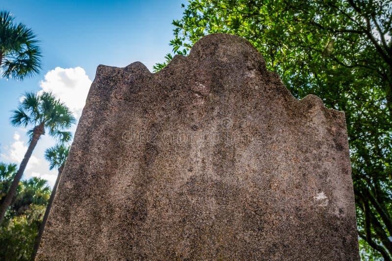 Eroderad tom gravsten royaltyfria bilder