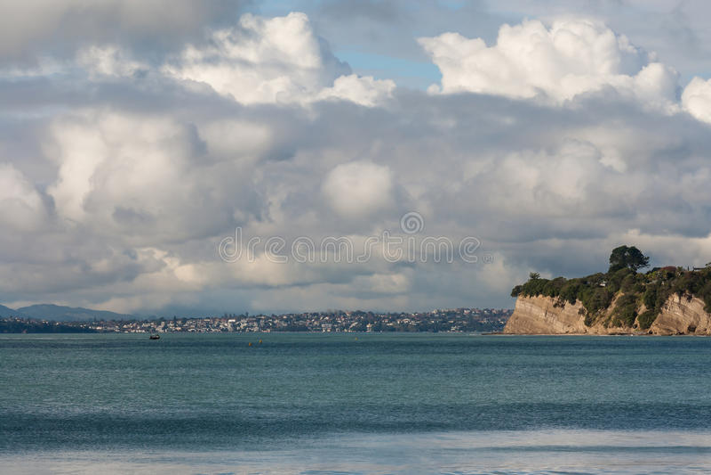 Eroderade klippor på den norr kusten arkivbild
