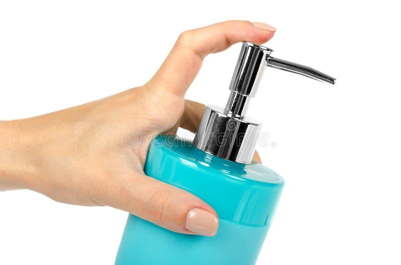 Erogatore blu del sapone del prodotto disinfettante della mano con il braccio isolato su fondo bianco immagini stock