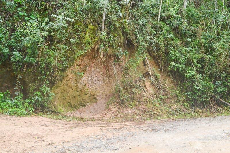 Erosión del borde de la carretera fotos de archivo