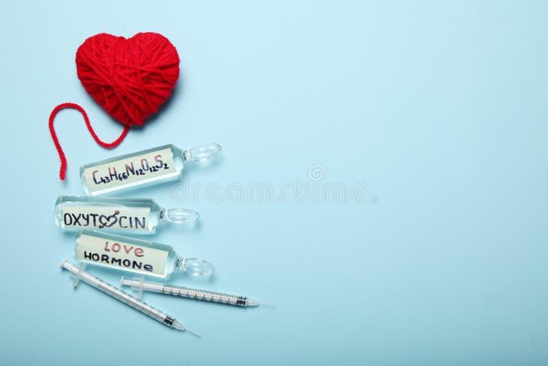 Erotisch oxytocin hormoon in ampullen Liefde en Zwangerschap Exemplaarruimte voor tekst royalty-vrije stock afbeelding