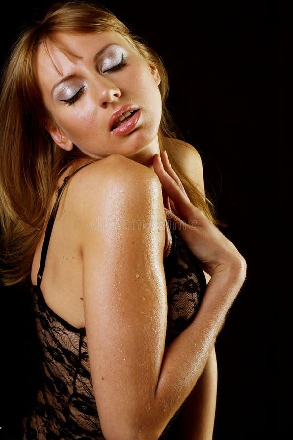 Erotische Frau in der provozierenden Wäsche stockfotos