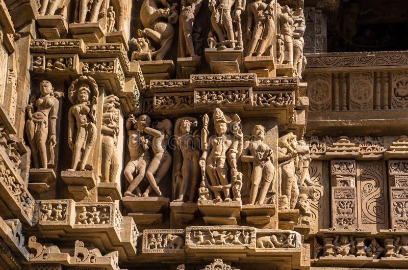 Erotische gravures, bij Khajuraho-Tempels, stock fotografie