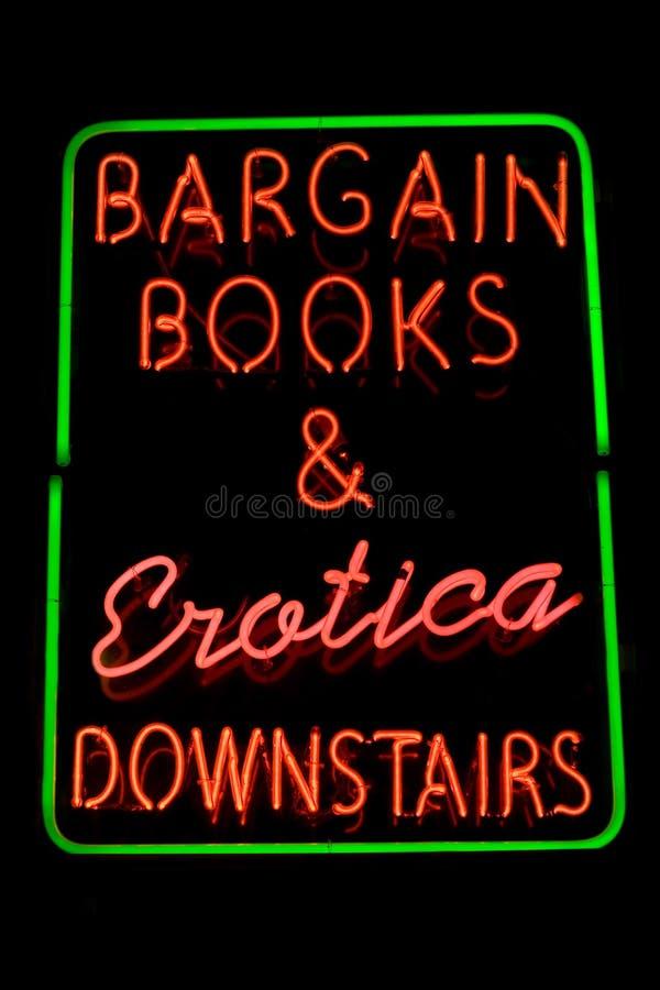 erotiskt neontecken för bokhandel royaltyfri fotografi