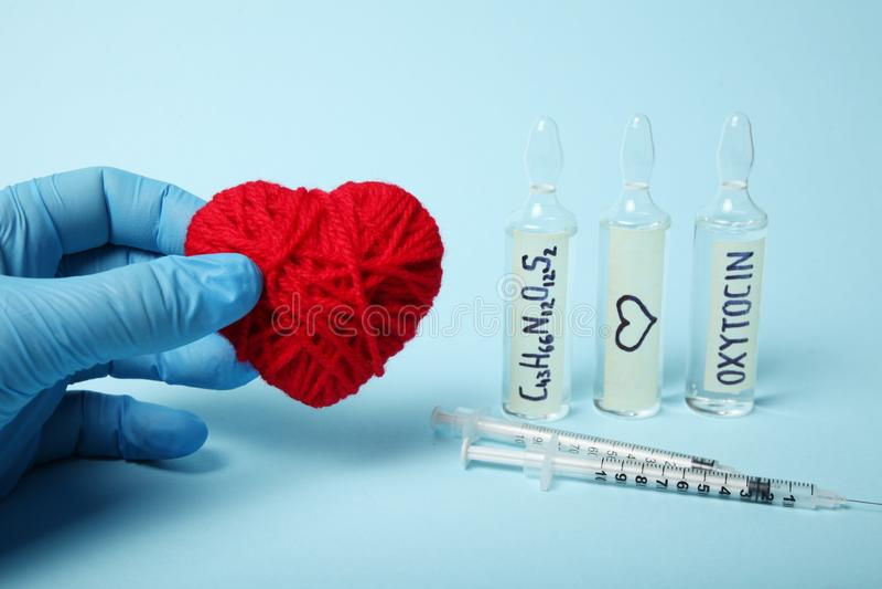 Erotyczny oxytocin hormon w ampu?kach Mi?o?? i brzemienno?? zdjęcie stock