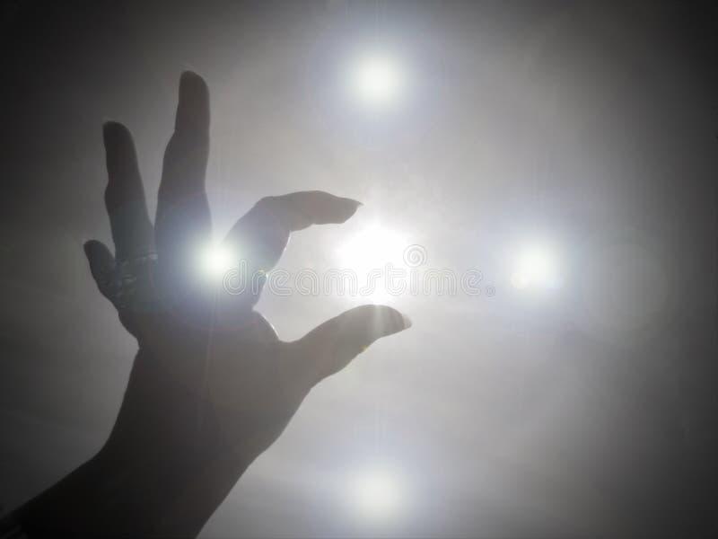 Erreichen für die Leuchte und die Liebe des Gottes lizenzfreies stockfoto