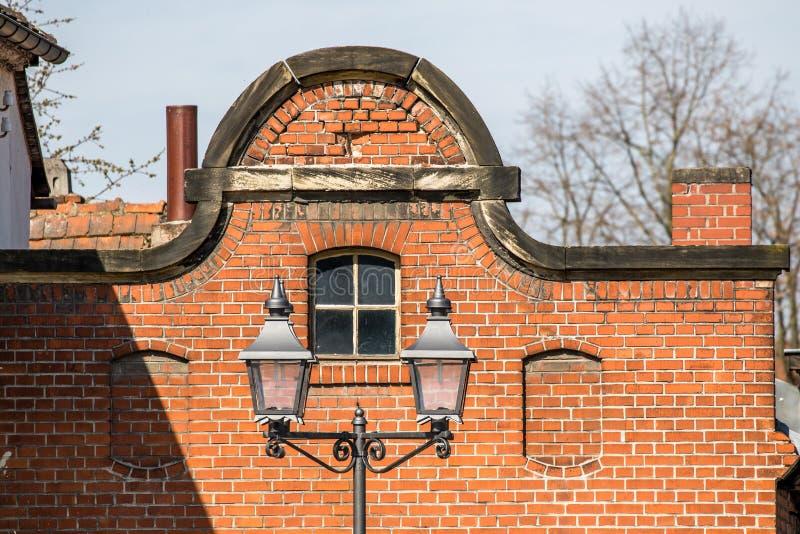 Errichten mit Ziegelsteinmaurerarbeit - alte Brauerei stockbild