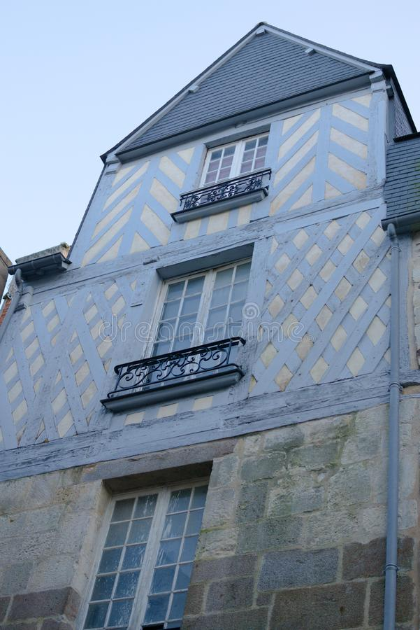 Errichtendes französisches Stadtholzhaus des Details stockfoto