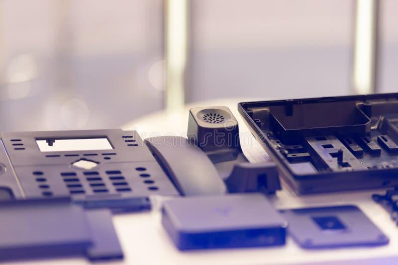 Ersatzteile eines Telefons stockfotos