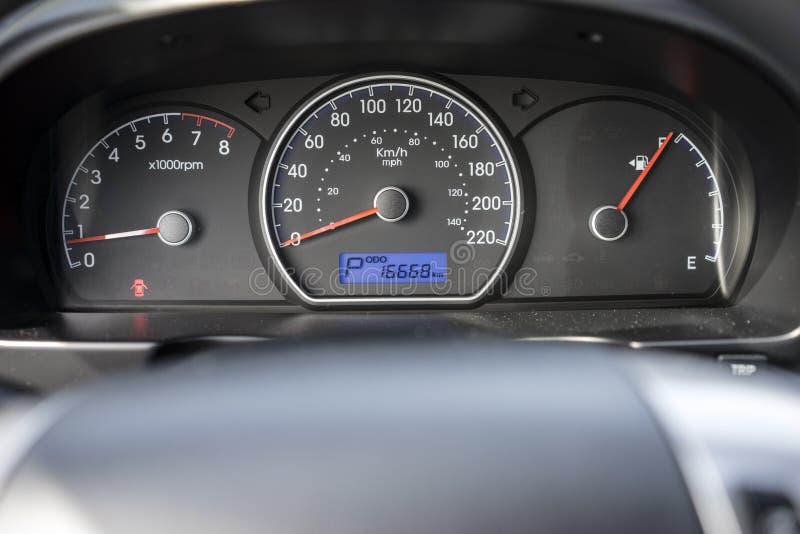 ErscheinenFahrzeuggeschwindigkeit- und Motorumdrehungen lizenzfreies stockbild