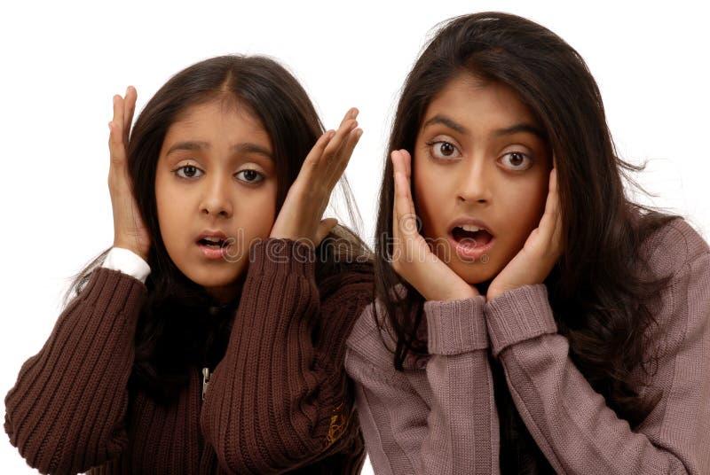 Erschrockene indische Mädchen lizenzfreies stockbild