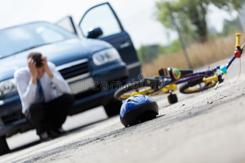 Erschrockener Fahrer nach Unfall lizenzfreie stockfotos