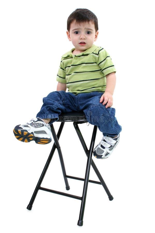 Erschrockener Junge mit Ausschnitts-Pfad lizenzfreies stockfoto