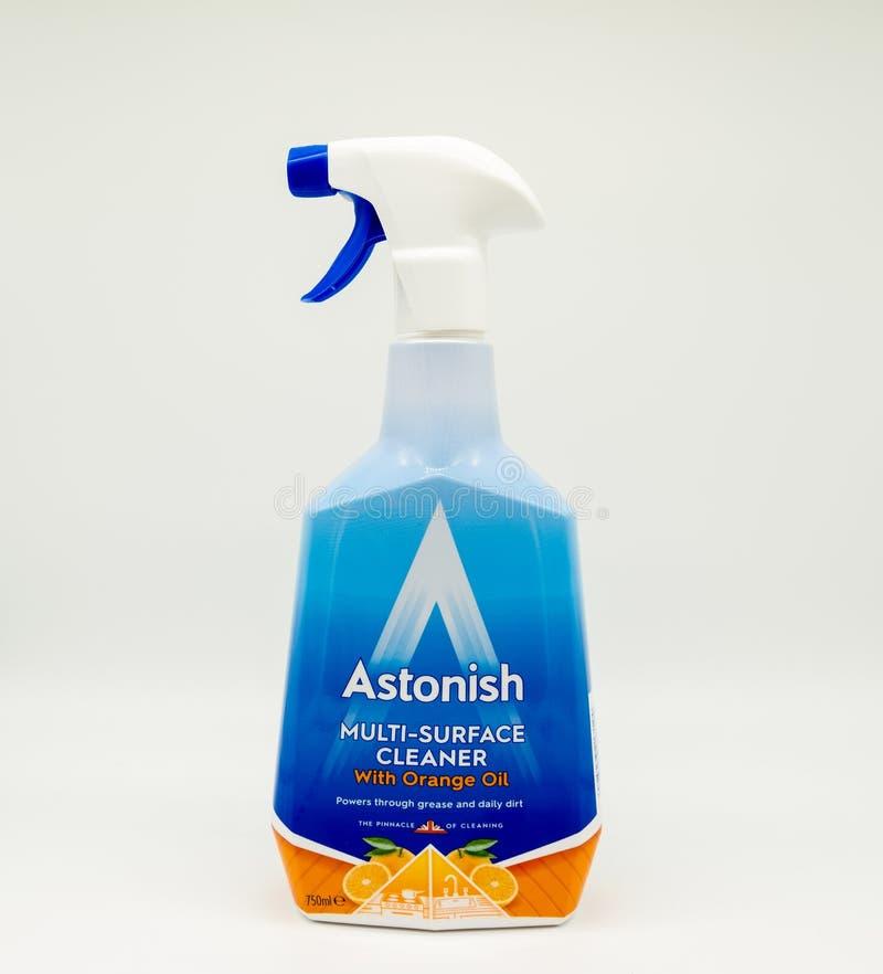 Erstaunen Sie multi- Oberflächenreiniger im recyclebaren Flaschen-Spray lizenzfreies stockbild
