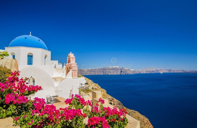 Erstaunliche Ansicht mit weißen Häusern in Oia-Dorf lizenzfreies stockfoto
