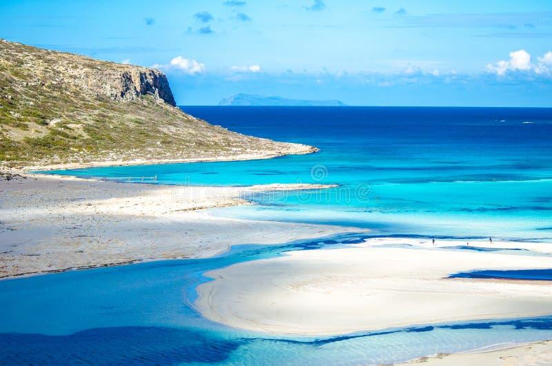 Erstaunliche Ansicht von Balos-Lagune mit magischen Türkiswasser, Lagunen, tropische Strände des Reinweißsandes und der Gramvousa lizenzfreie stockbilder