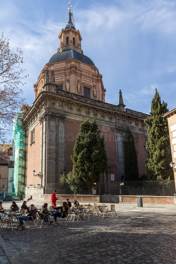 Erstaunliche Ansicht von St. Andrew Church in der Stadt von Madrid, Spanien stockfotos