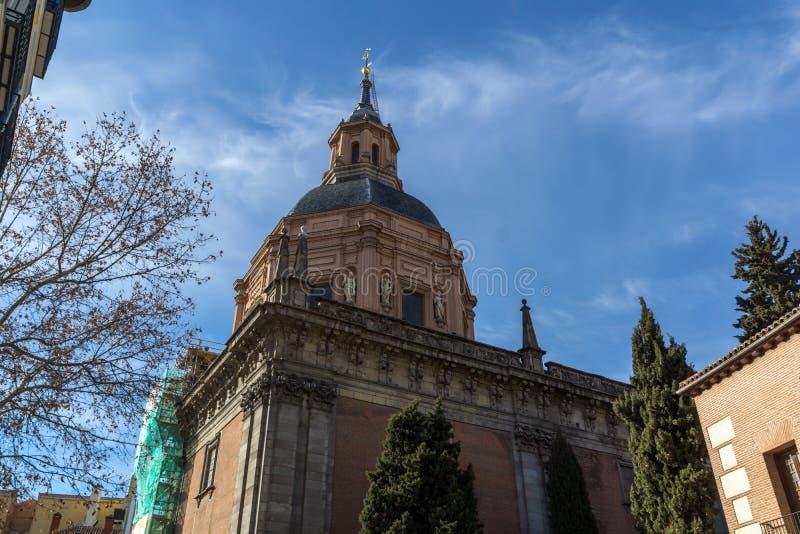 Erstaunliche Ansicht von St. Andrew Church in der Stadt von Madrid, Spanien lizenzfreies stockbild