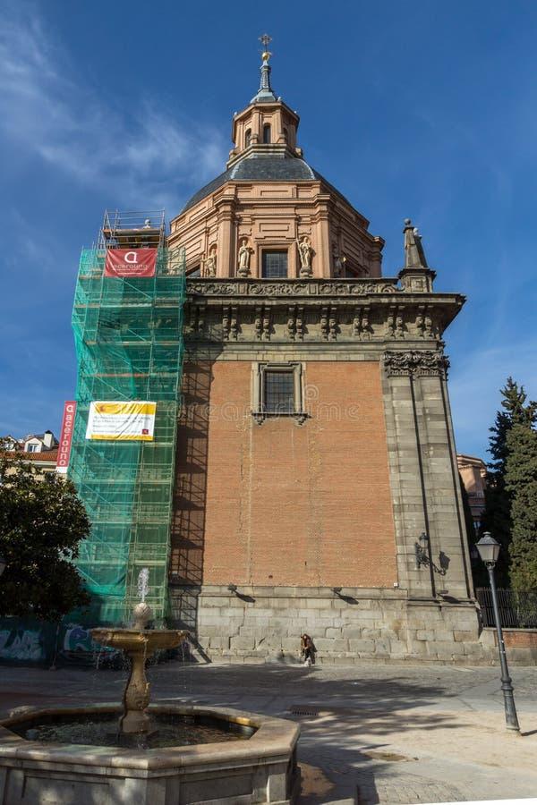 Erstaunliche Ansicht von St. Andrew Church in der Stadt von Madrid, Spanien lizenzfreies stockfoto