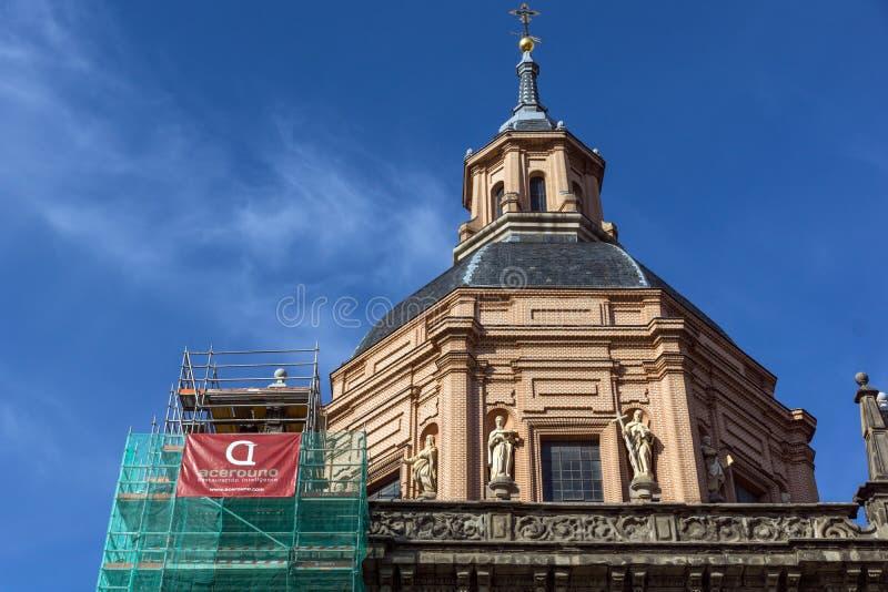 Erstaunliche Ansicht von St. Andrew Church in der Stadt von Madrid, Spanien stockfotografie