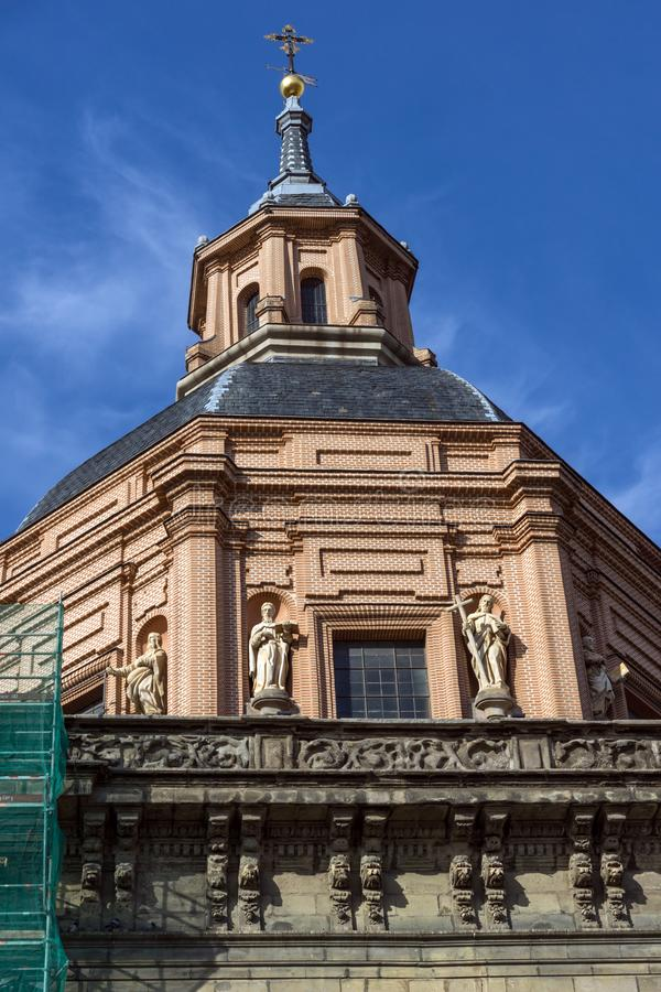 Erstaunliche Ansicht von St. Andrew Church in der Stadt von Madrid, Spanien lizenzfreie stockbilder