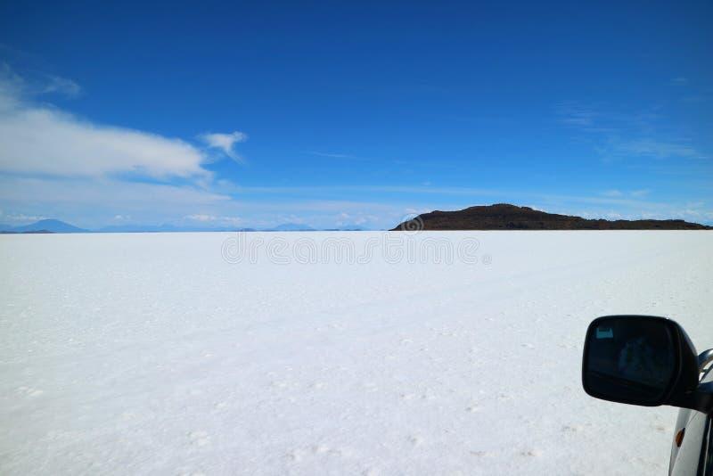Erstaunliche Autoreise zu den Uyuni-Salz-Ebenen, UNESCO-Welterbestätte in Bolivien, Südamerika lizenzfreie stockfotografie