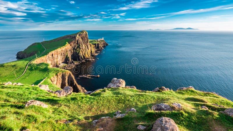 Erstaunliche Dämmerung am Neist-Punktleuchtturm in der Insel von Skye, Schottland lizenzfreies stockfoto