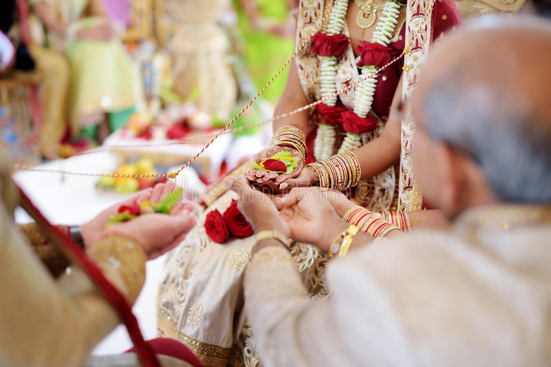 Erstaunliche hindische Hochzeitszeremonie Details der traditionellen indischen Hochzeit lizenzfreie stockbilder