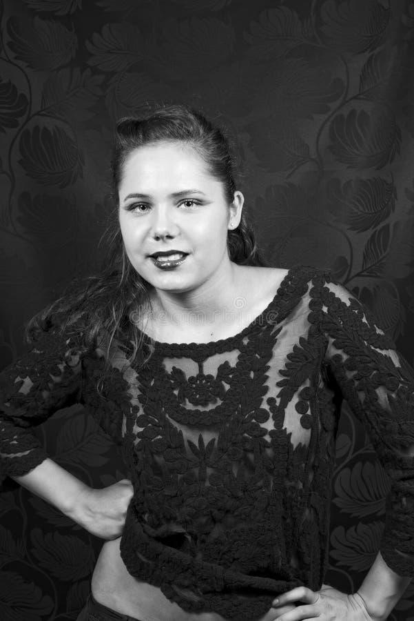 Erstaunliche junge Frau in schwarzem Lacy Blouse lizenzfreie stockbilder