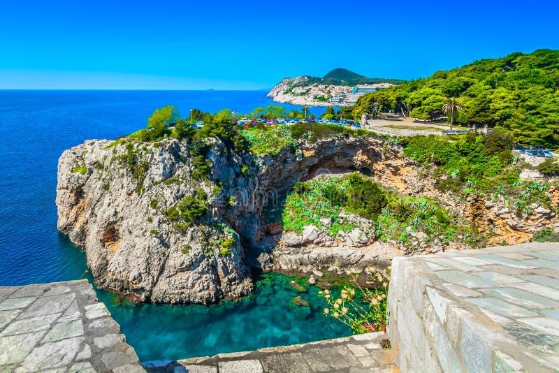 Erstaunliche Mittelmeerlandschaft in Dubrovnik, adriatische Küste lizenzfreie stockbilder
