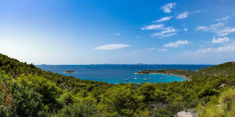 Erstaunliche Ozean-Landschaft von Murter Kroatien Mediterannean Europa stockbild