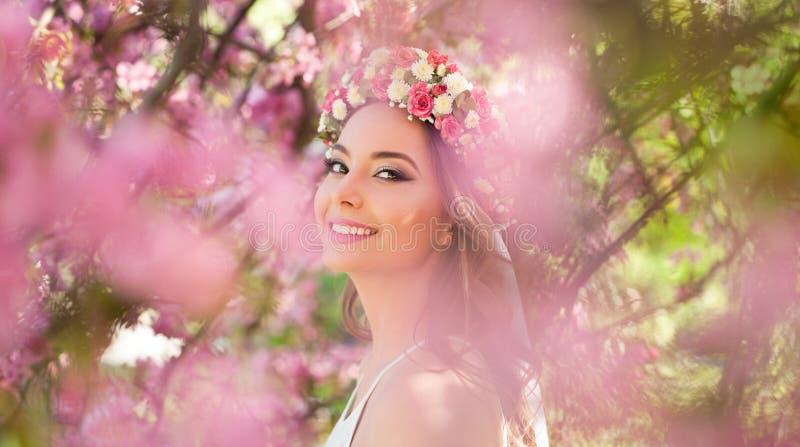 Erstaunliche Schönheit des natürlichen Frühlinges stockfotos