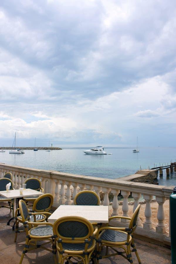 Erstaunliche Seeansicht an der Gaststätte lizenzfreie stockfotografie