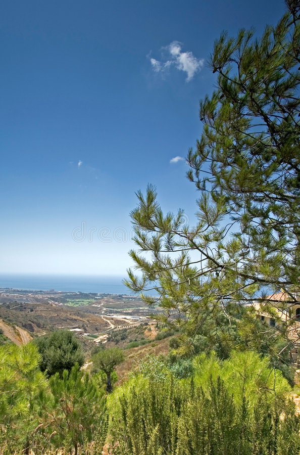 Erstaunliche Seeansichten von den Hügeln hinter Marbella in Spanien lizenzfreie stockfotografie