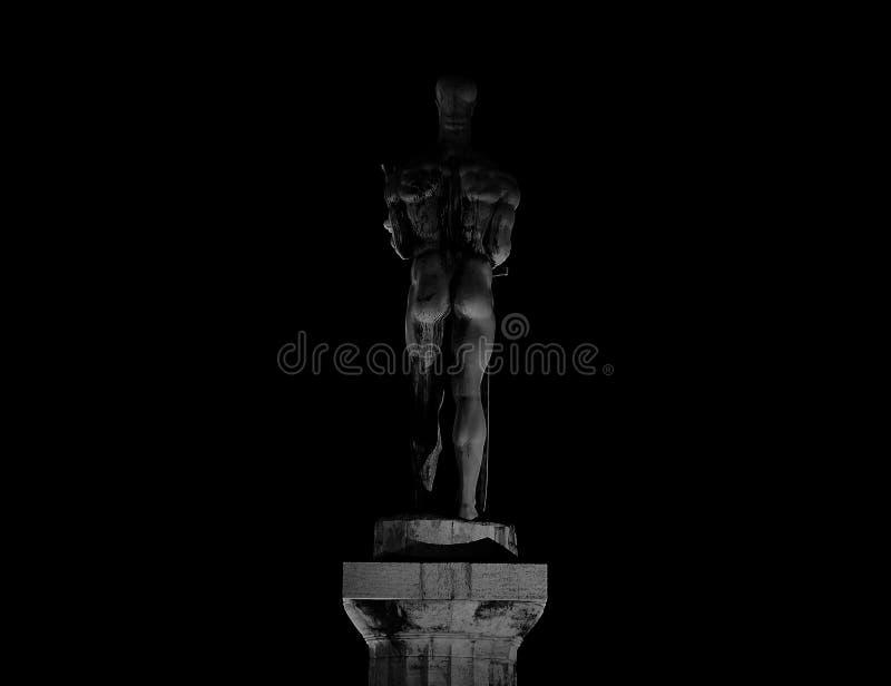 Erstaunliche Statuenbeschaffenheit in der Nacht stockfoto