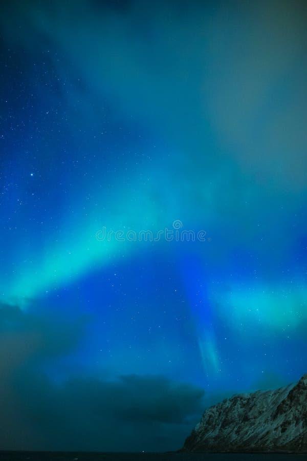 Download Erstaunliche Und Einzigartige Nordlichter Aurora Borealis Over Lofoten Islands In Norwegen Stockfoto - Bild von helle, leuchte: 90233886