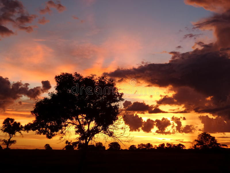 Erstaunlicher Sonnenuntergang lizenzfreies stockbild