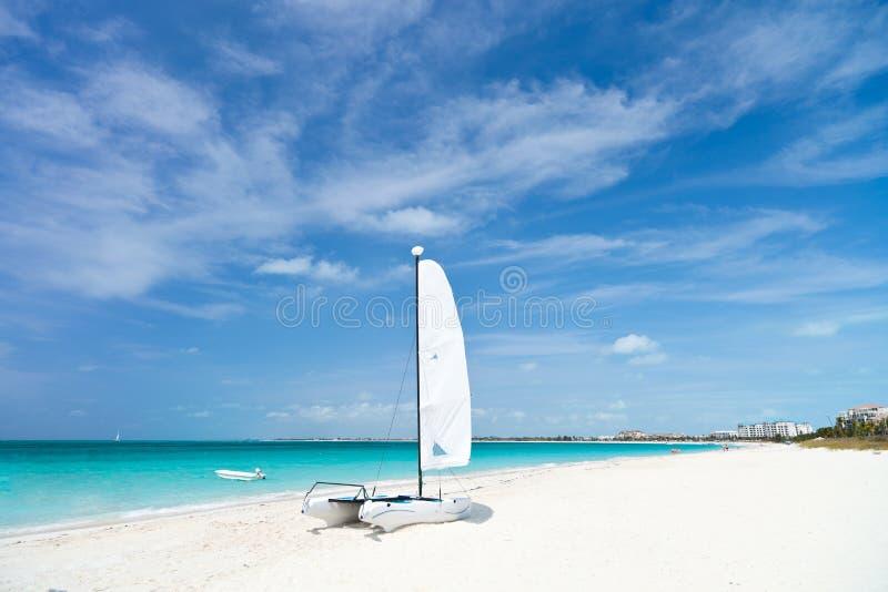 Erstaunlicher tropischer Strand lizenzfreie stockbilder