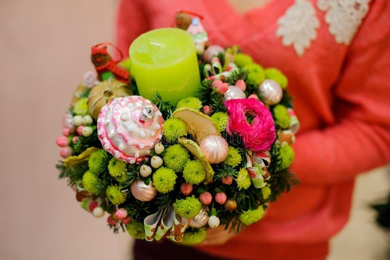 Erstaunlicher und außerordentlicher Winterblumenstrauß von bunten Blumen stockbild