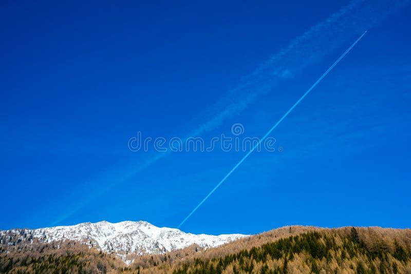 Erstaunlicher Winterskiortbergblick stockbilder