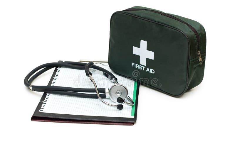 Erste-Hilfe-Ausrüstung, Stethoskop und Auflage stockbilder
