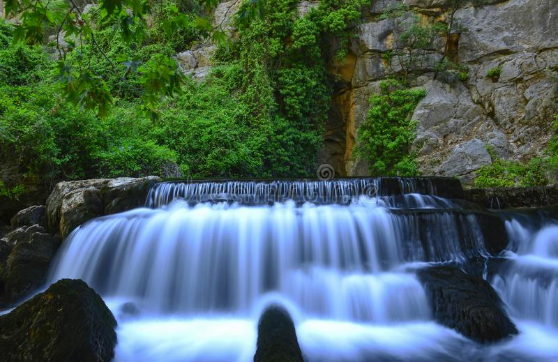 Erste natürliche Quelle des Wassers stockbilder