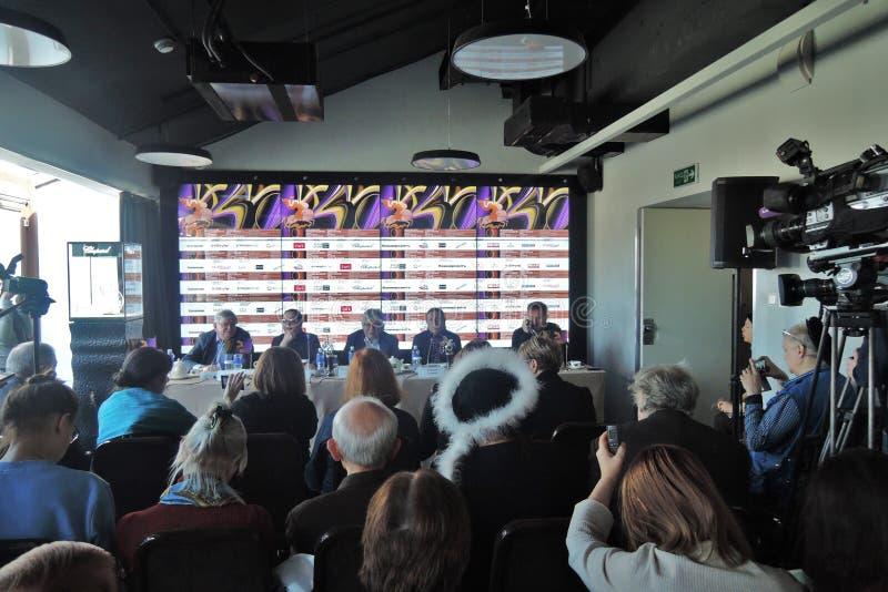 Erste offizielle Pressekonferenz des 40. internationalen Film-Festivals Moskaus lizenzfreies stockbild