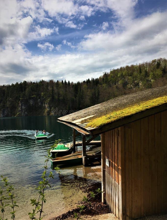 Erste sonnige Nachmittag paddleboat Fahrt lizenzfreie stockbilder
